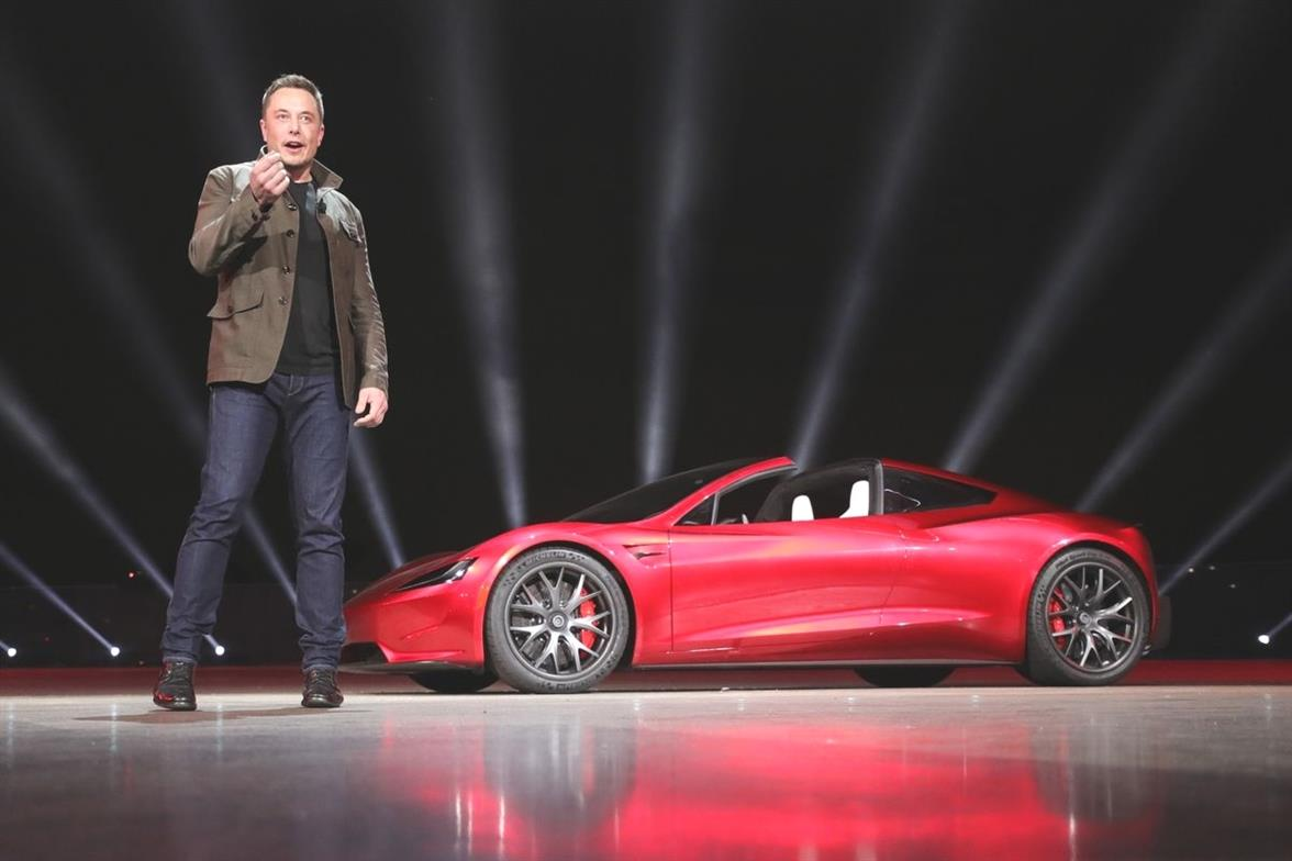 Elon Musk annuncia e si e scusato per il ritardo nel roll out del k8kp2OiJD 1 1